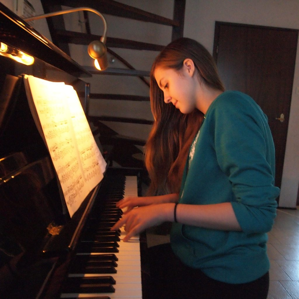 Piano playing will be a positive experience with a quality piano lesson and piano instruction. Contact piano teacher Emiko Hori Mercer Island today.